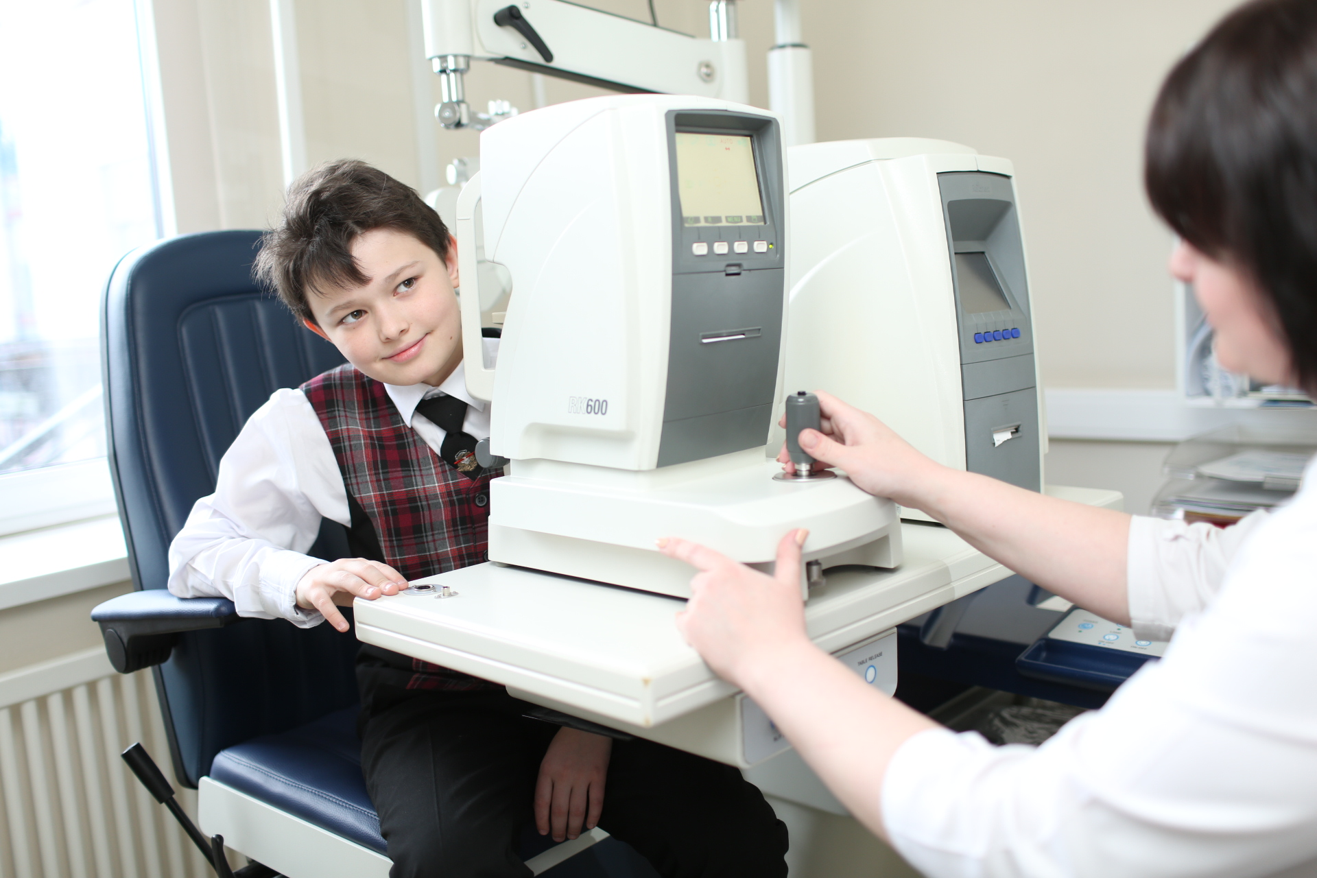 к врачу-офтальмологу